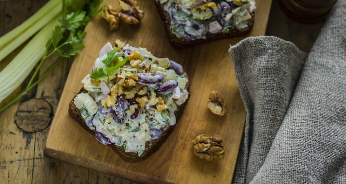 Voileib oa-, singi-, juustu- ja sellerisalatiga - Retseptisahtel