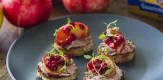 Pardimaksapasteediga suupistesaiad karamelliste õunte ja pohladega - Retseptisahtel