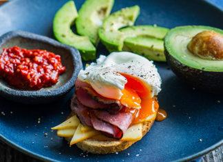 Särtsakas hommikune võileib uputatud muna ja veisesingiga - Retseptisahtel