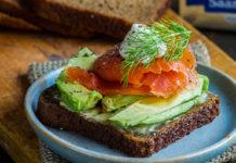 Tervislik võileib rukkileiva,toorsuitsulõhe ja avokaadoga - Retseptisahtel