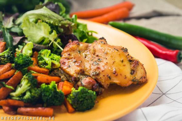 Glasuuritud kana röstitud köögiviljadega Retseptisahtel