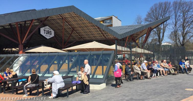 cdda9428722 Tegelikult Balti Jaama Turg ei näegi enam välja nagu klassikaline turg. See  meenutab suurt ühtset keskust.