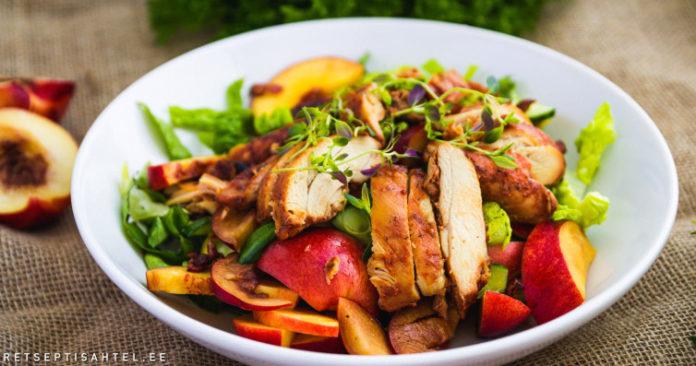 Juubeli kanašašlõkk virsiku, kurgi ja peekoni salatiga Retseptisahtel
