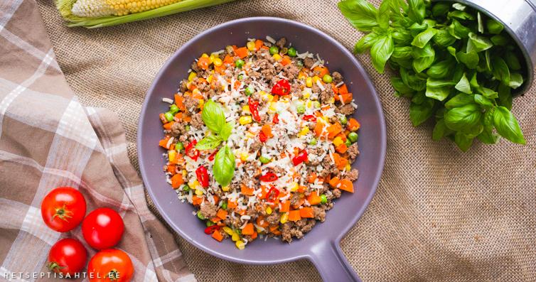 Panniroog köögiviljade ja hakklihaga