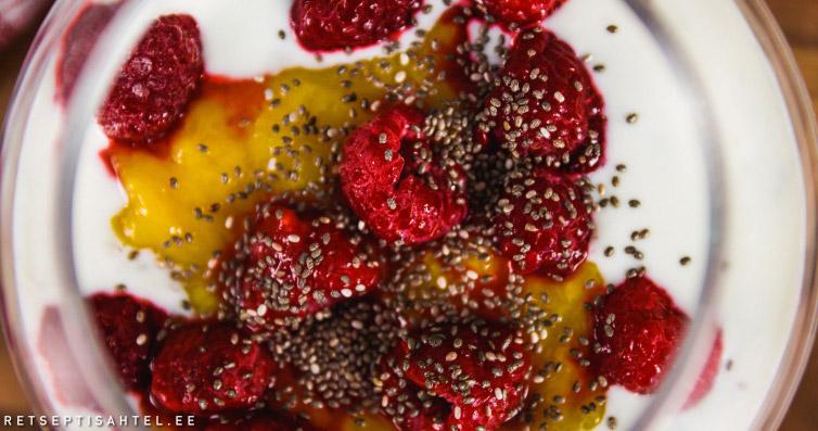 Smuuti vaarikate ja mangoga
