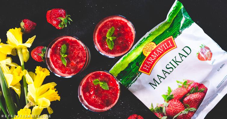 Panna cotta maasikakastmega