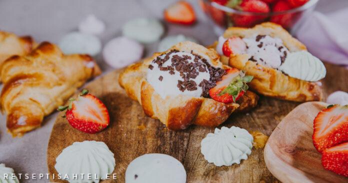 Croissant jäätisepalliga